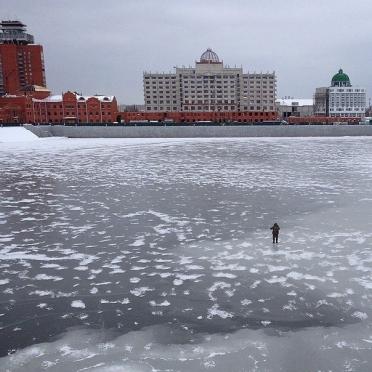 Первый лёд магнитом притягивает рыбаков и любителей острых ощущений