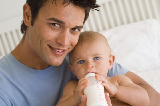 Отпуск по уходу за ребёнком поможет сохранить работу второму супругу