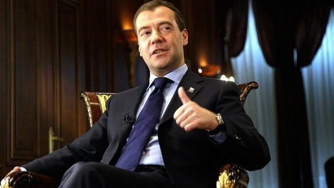 Дмитрий Медведев утвердил план переноса выходных дней в 2018 году