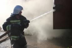 В  посёлке Приволжский дети подожгли сарай