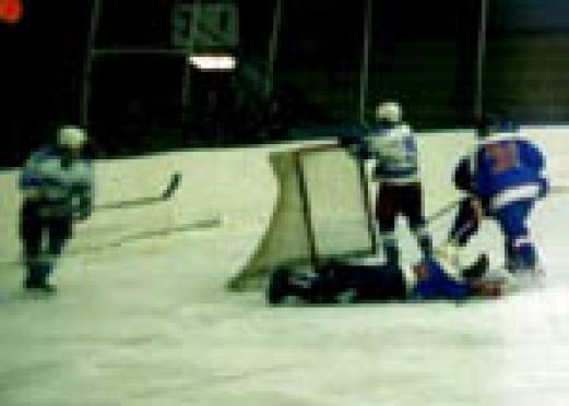 В Чемпионате России по хоккею Высшей лиги идет борьба за попадание в плей-офф
