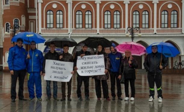 В Йошкар-Оле состоялся митинг в поддержку погорельцев по улицам Чернышевского и Вознесенской