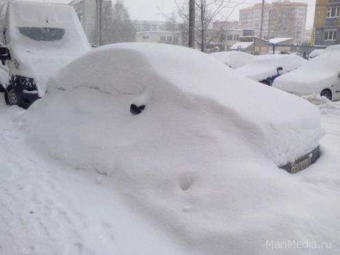 В Йошкар-Оле на уборке снега задействовано около 100 машин