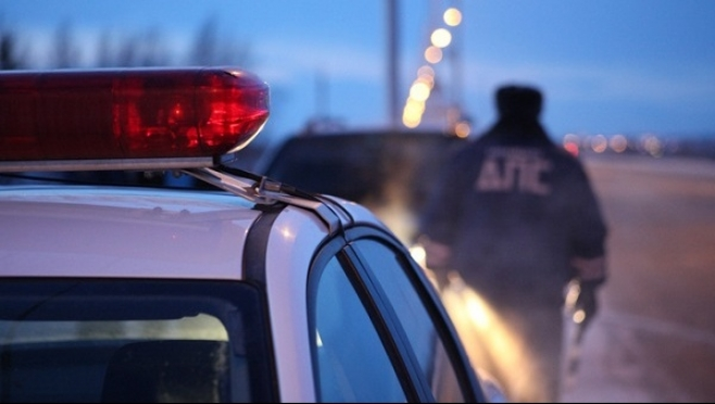 Экипаж ГИБДД сбил человека на загородной трассе