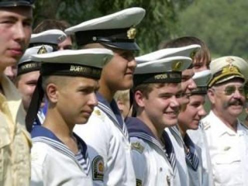Автолюбители Йошкар-Олы «встанут» полюбоваться на колонны моряков