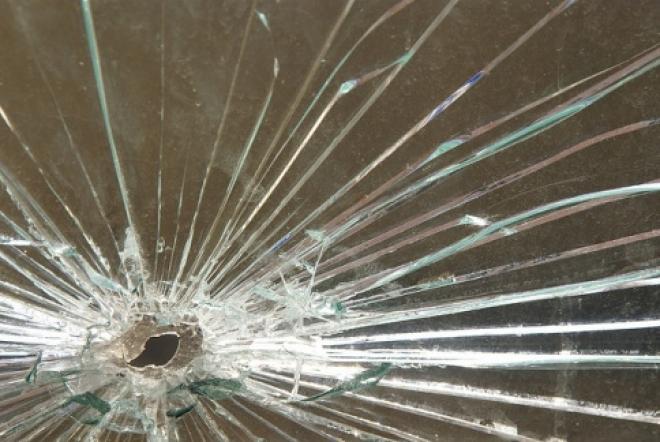Разбитые окна являются причиной непринятия школ к новому учебному году