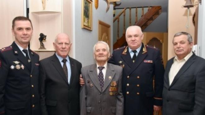 94-летний ветеран получил поздравления от бывших коллег по работе