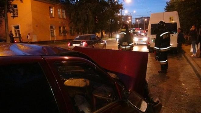 В вечернем ДТП на улице К. Маркса пострадали двое детей — пассажиры «ВАЗ-2110»