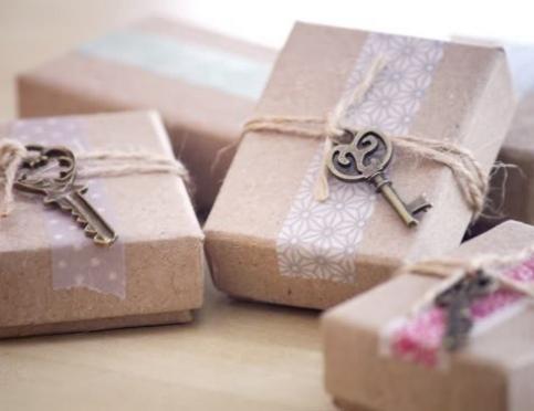 Что такое подарки-комплименты и зачем их дарить девушкам