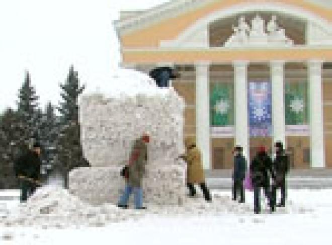 В Йошкар-Оле соревнуются «снежные» скульпторы