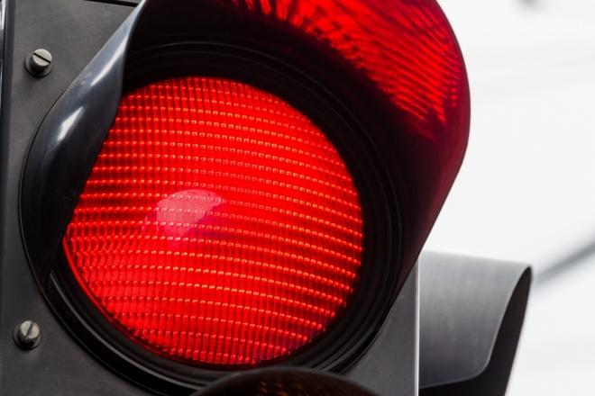 Перебегая на красный сигнал светофора, женщина попала в реанимацию