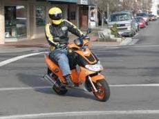 Владельцам скутеров придется сдавать на права и регистрировать свои транспортные средства
