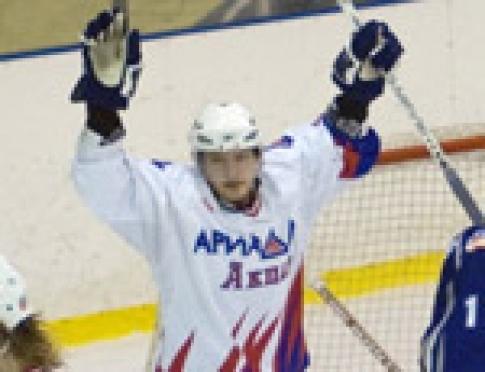 Хоккеисты из Марий Эл по-прежнему на первой строчке турнирной таблицы открытых Всероссийских соревнований высшей лиги