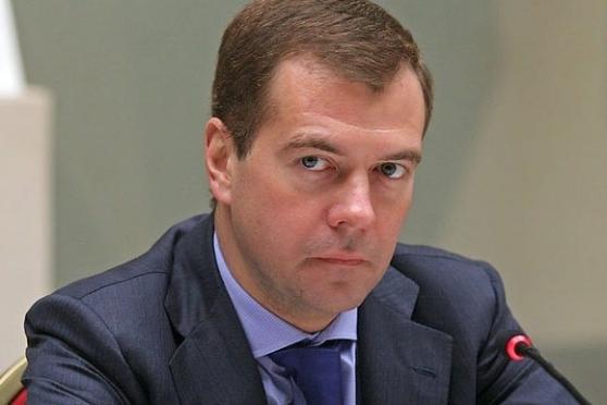 Дмитрий Медведев пообещал навести порядок на валютном рынке
