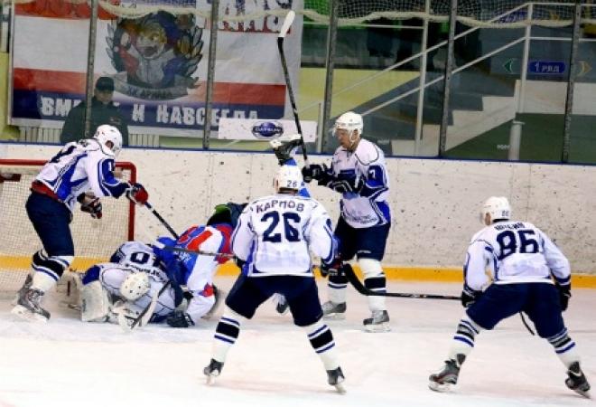 Болельщики в Волжске на матче «Ариады» и ХК «Рязань» увидели восемь заброшенных шайб