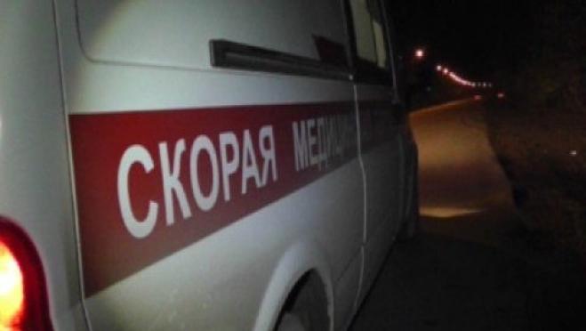 Три человека попали в больницу после столкновения иномарки с деревом