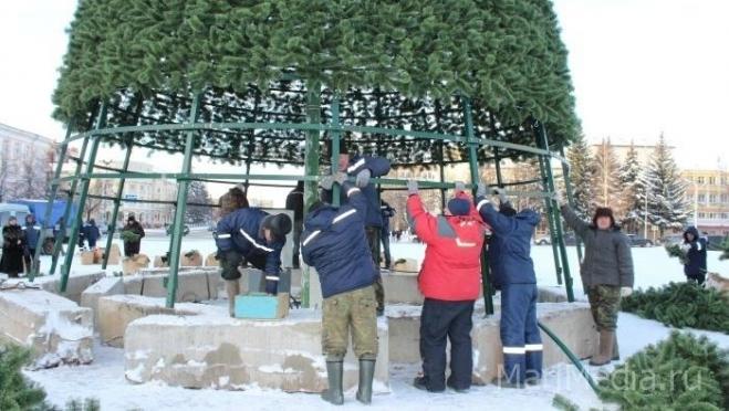 В Йошкар-Оле начался демонтаж главной ёлки республики