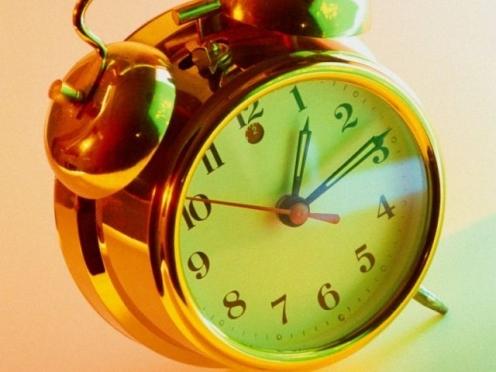 В ночь с субботы на воскресенье, 26 октября, стрелки часов переведут на час назад