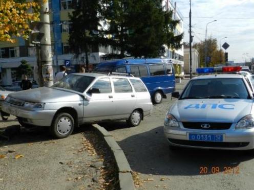 В Йошкар-Оле «ВАЗ-2111» не смогла разъехаться с пассажирской «ГАЗелью»