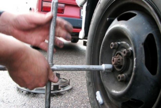 Криминальный квартет специализировался на автомобильных аккумуляторах и колесах