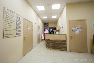 Стойка встречи клиентов едицинского центра Люцины Лукьяновой.