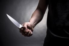 В посёлке Знаменский неизвестный напал с ножом на местного жителя