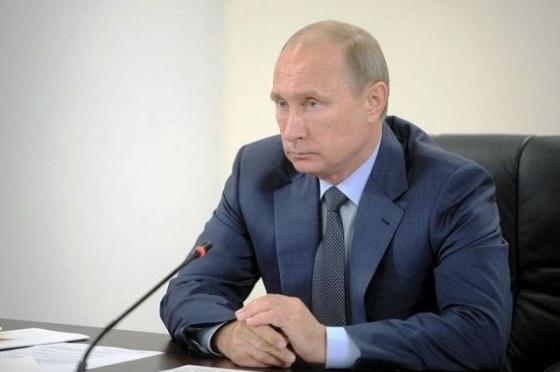 Путин провел массовые увольнения высших чиновников и упразднил Крымский ФО