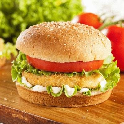 Полезный гамбургер, картофельные дольки и домашний лимонад