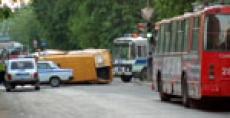В столице Марий Эл «ВАЗ-2112» протаранил маршрутное такси
