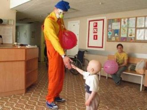 К лечению онкобольных детей в Йошкар-Оле подключили клоунотерапию