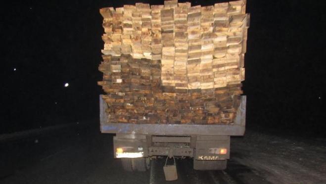 На Кокшайском тракте иномарка чуть было не протаранила грузовик