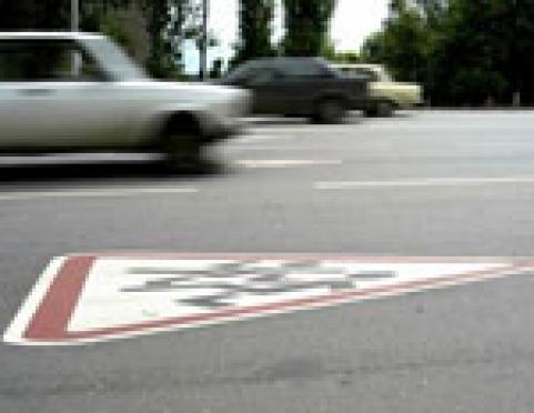 """В столице Марий Эл пешеходы """"мешают"""" водителям ездить по """"зебрам"""""""