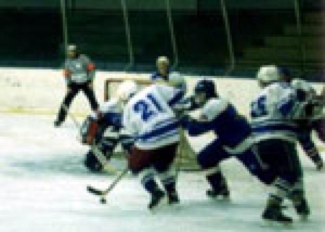Хоккейная команда «Акпарс Марий Эл» (хоккейный клуб «Ариада») отметилась двумя уверенными победами