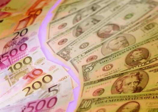 Иностранную валюту в России продолжает лихорадить