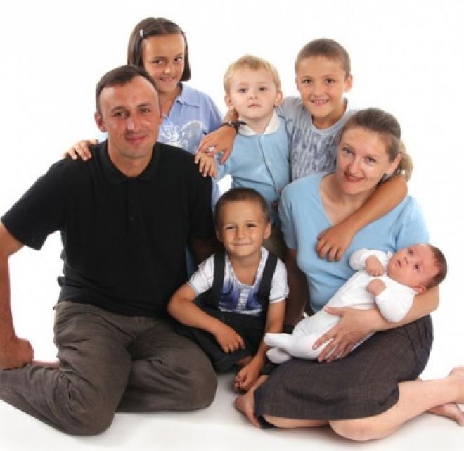 Многодетные семьи получат сертификат на обучение в вузе одного из детей