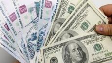 Доллар упал ниже 62 рублей впервые за год