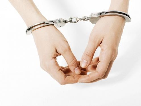 Полицейские задержали молодую женщину, ограбившую 8-летнюю девочку
