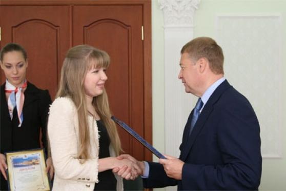 Глава Марий Эл вручил именные стипендии