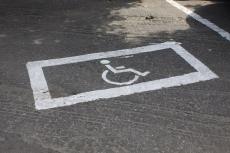 В Марий Эл начались массовые проверки парковочных мест для инвалидов