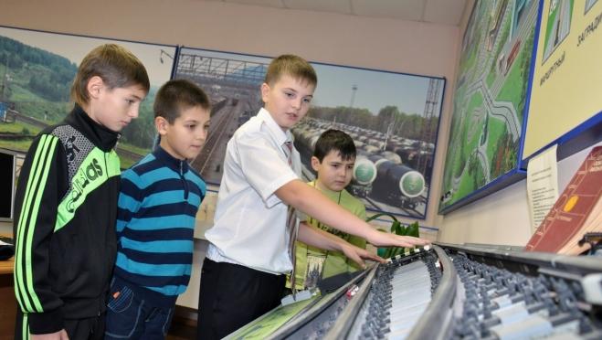 Детская казанская железная дорога начала свою работу