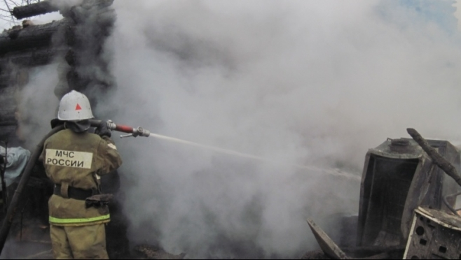 В селе Владимирское из-за непотушенной сигареты сгорел дом