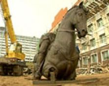 В столице Марий Эл началась установка памятника основателю города