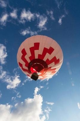 Полёт на воздушном шаре постер