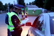Судебные приставы на трассе задержали и арестовали машину