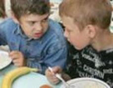 Школьников Марий Эл закармливают макаронами