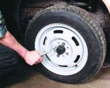 Рецидивист попался на краже автомобильных колес