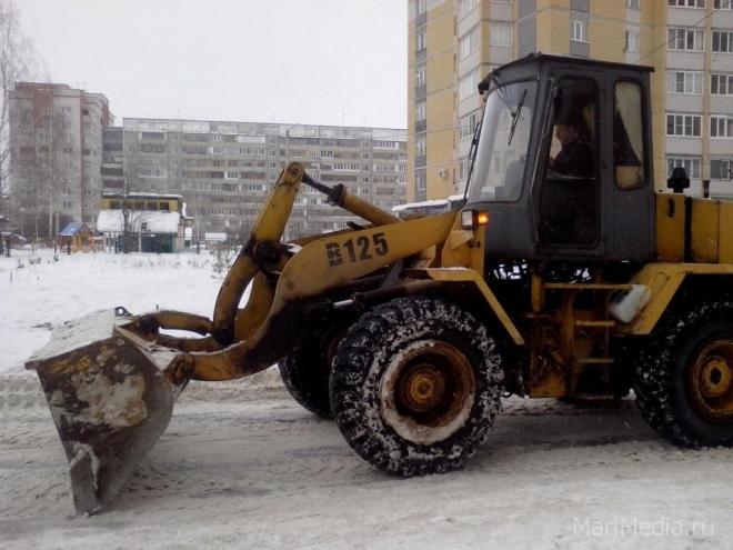 В Йошкар-Оле на борьбу со снегом брошено более 30 машин спецтехники