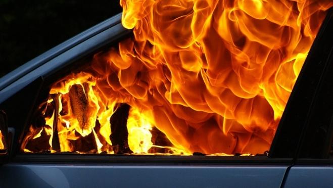 Должница сожгла свой Peugeot на глазах кредиторов