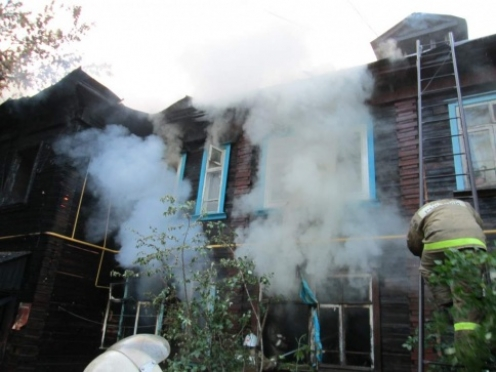В Волжске полицейские охраняют сгоревший дом от мародеров