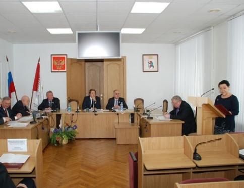 Депутаты шлифуют проекты документов для рассмотрения на XXIII сессии марийского парламента